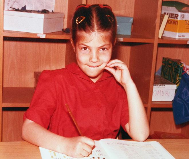 """בכיתה א', בווינה. """"ילדת המושב נשלפה משגרת חייה"""" (צילום: אלבום פרטי)"""