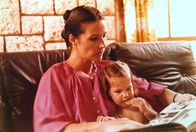 """עם אמה הדי. """"הגיעה מווינה התוססת אל מושב קטן ומנומנם"""" (צילום: אלבום פרטי)"""