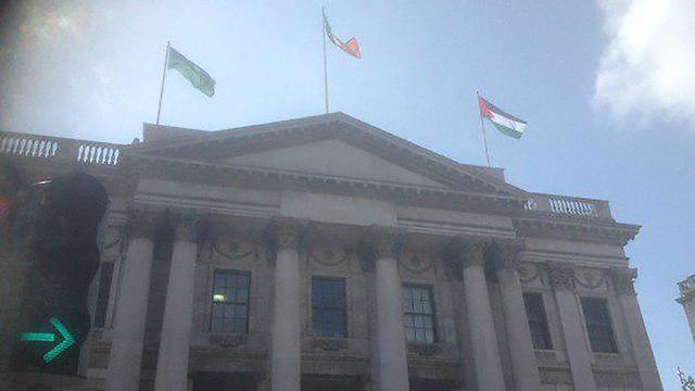 Палестинский флаг над мэрией Дублина