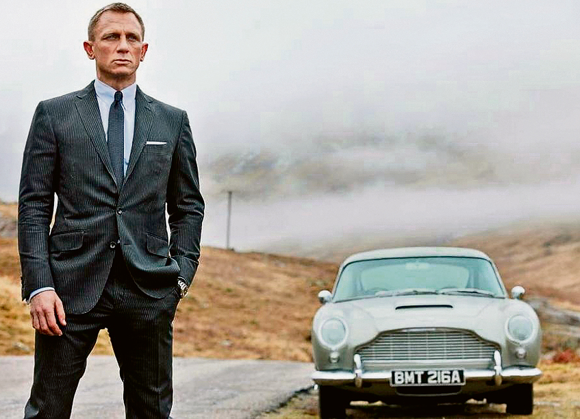 Daniel Craig with an Aston Martin in 'Skyfall' (Photo: Sony Pictures)