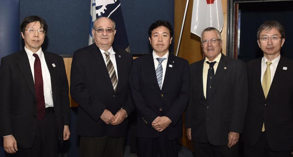 פרופ' פרץ לביא (שני משמאל) יוסקה טסורוהו (במרכז) פרופ' בועז גולני (שני מימין)  (צילום : שרון צור, דוברות הטכניון)
