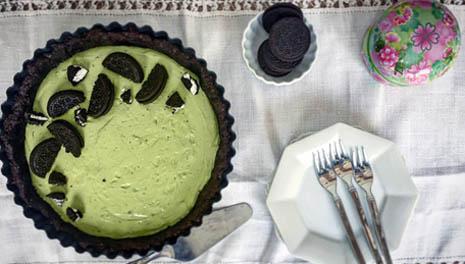 Неожиданно и печь не надо: зеленый творожник с чайным порошком