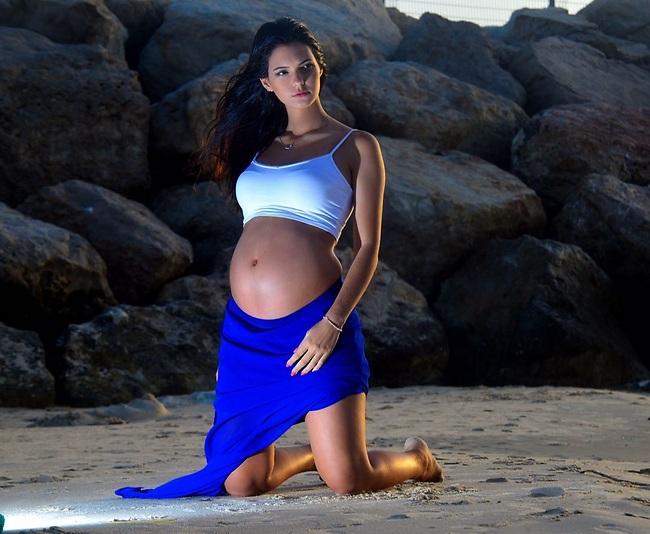 בשעה טובה. מעיין קרן בהיריון ראשון (צילום: אורי  קריספין)