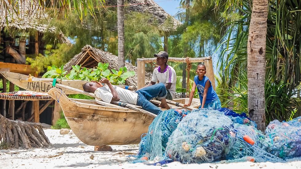 כפרי דייגים קטנים שחיים כמו לפני אלפי שנים, חיים על הים, נהנים מהים, מתפרנסים מהים (צילום: shutterstock) (צילום: shutterstock)