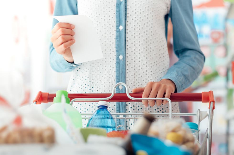 מה שלא נכנס לעגלת הקניות, לא נכנס לבטן (צילום: Shutterstock)