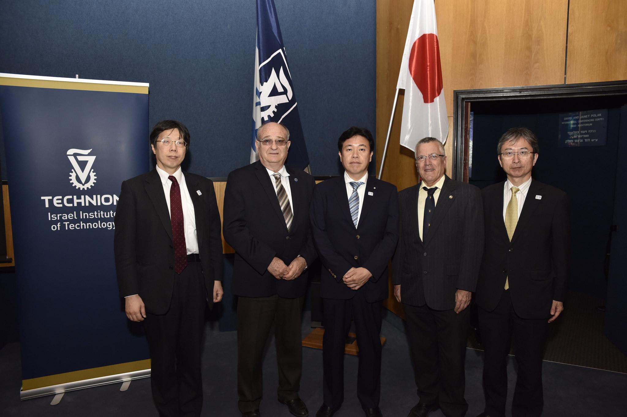 Руководители Техниона с японскими гостями. Фото: Шарон Цур