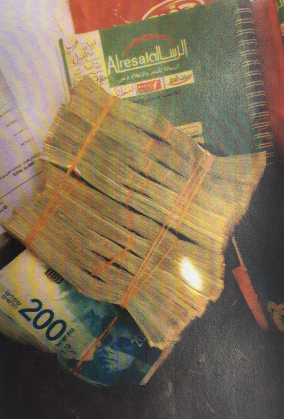 200,000 shekels in cash (Photo: Shin Bet)