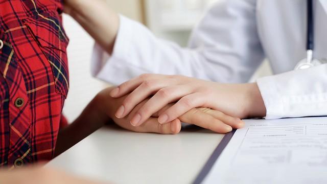 האם ייתכן שלרופאים מסוימים יש יכולות ייחודיות שהופכות אותם למרפאים במובן המילולי של המילה? (צילום: shutterstock) (צילום: shutterstock)