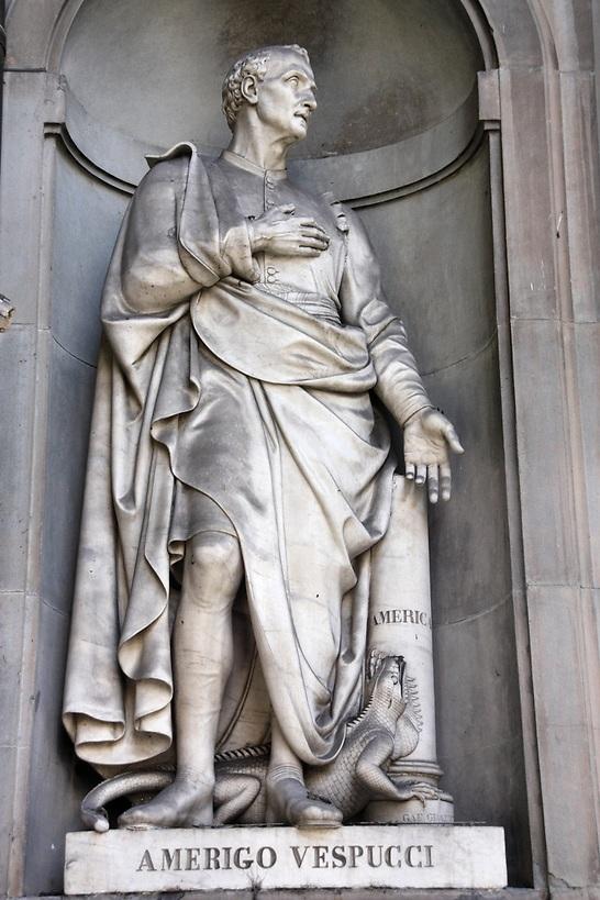 פסל לזכרו של אמריגו וספוצי בפירנצה (צילום: shutterstock)