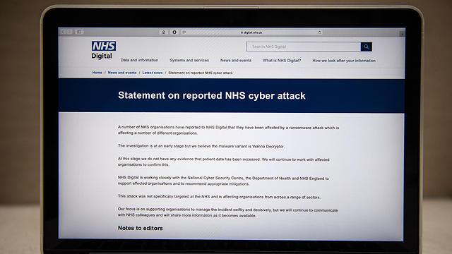 בתי חולים בבריטניה נפגעו. הודעה על הפריצה באתר ה-NHS (צילום: Gettyimages)