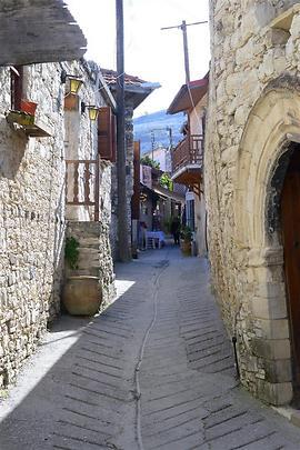 כפרים עתיקים שנראה כי הזמן עמד בהם מלכת. אמודוס (צילום: יציק סינטוב)