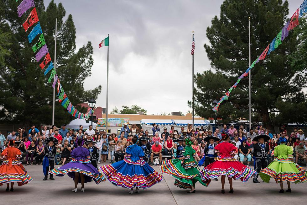 """רקדניות בלט פולקלוריקו בניו מכסיקו, ארה""""ב (צילום: AFP)"""