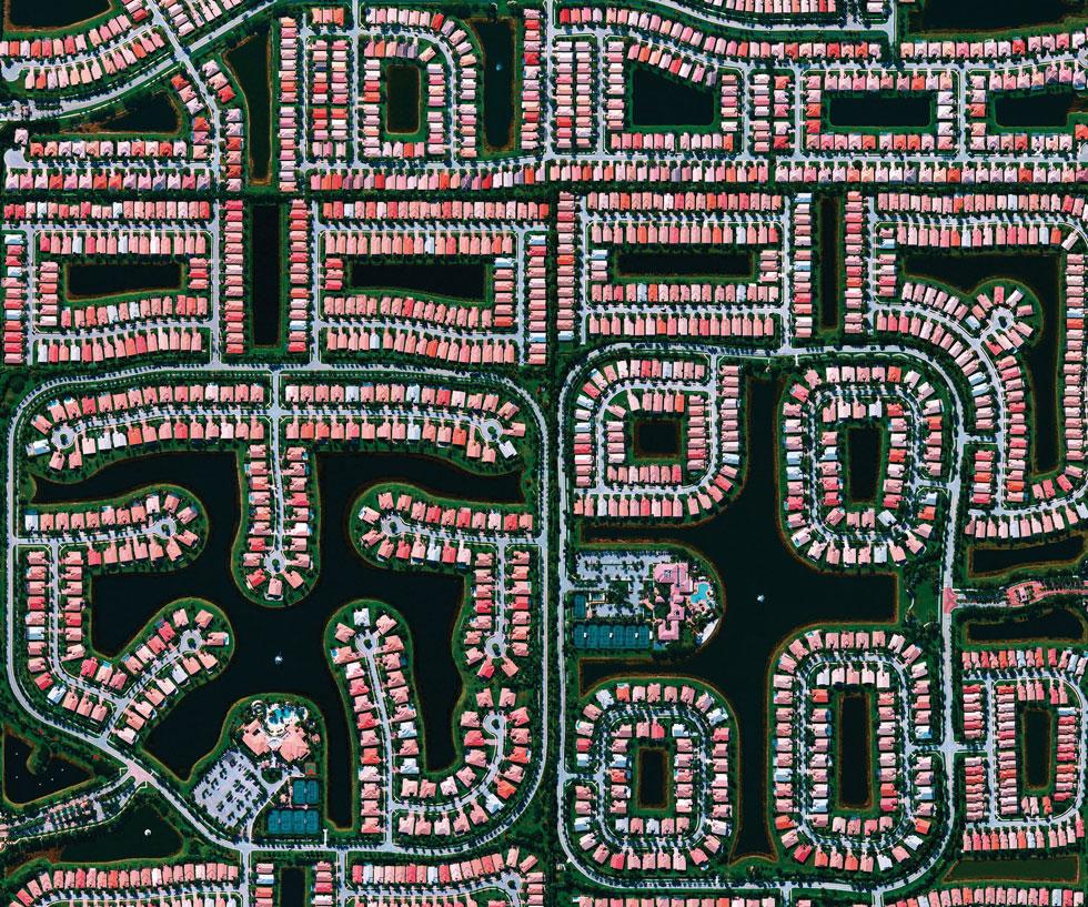 חוף דלריי, פלורידה. ''אנשים רוצים למצוא מקומות שהם מכירים, שגדלו בהם, שהיו בהם. התגובות הכי טובות מבחינתי הן כששואלים: מה זה לעזאזל? זאת הזדמנות ללמוד על כדור הארץ''. ב-29 במאי ירצה בכנס MAGIC#002 בתל אביב (צילום: By Daily Overview, Satellite imagery © DigitalGlobe)