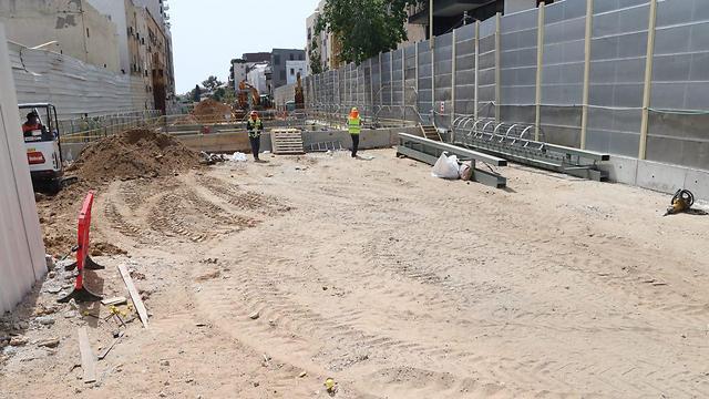 תחילת העבודות באזור שכונת נווה צדק (צילום: מוטי קמחי) (צילום: מוטי קמחי)