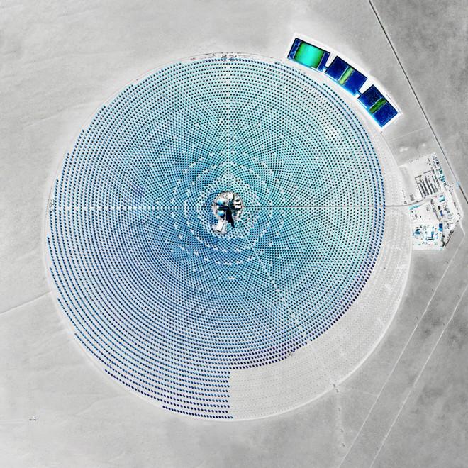פרויקט לאנרגיה סולארית, בנבאדה (צילום: By Daily Overview, Satellite imagery © DigitalGlobe)