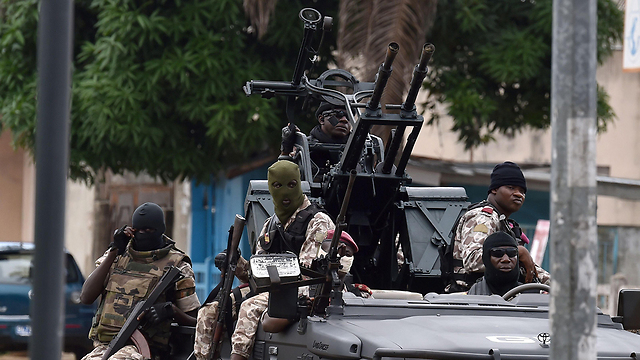 חיילי חוף השנהב באביג'אן (צילום: AFP) (צילום: AFP)