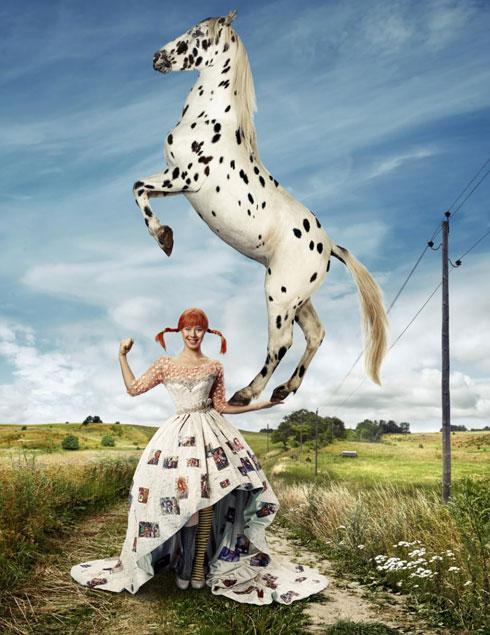 """מחווה לספרי """"בילבי"""". שמלה שיצר אביעד אריק הרמן למיס שבדיה  (צילום: Lenart Sjoberg)"""