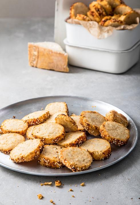 עוגיות פרמזן ופפריקה (צילום: אפיק גבאי)