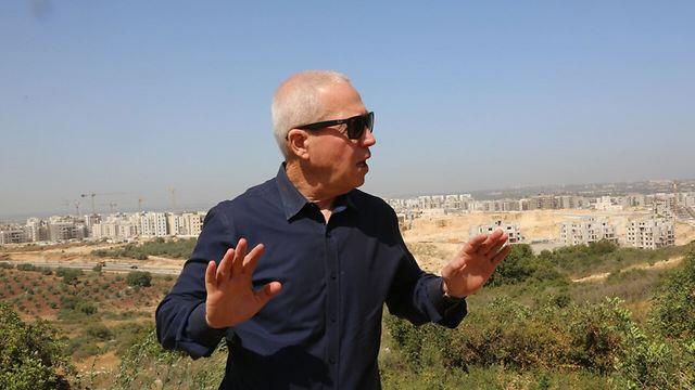 Minister Yoav Galant (Photo: Sason Tiram)