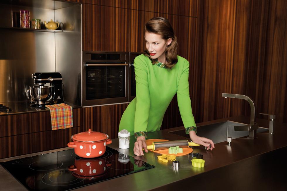 בשלי כמו שף והפתיעי בכל ארוחה מחדש עם סדרת מוצרי הבישול והאפייה של AEG, המוסיפה טעם מקצועי לבישול הביתי.  (צילום: אמיר יהל, סטיילינג: מיקי שמו)