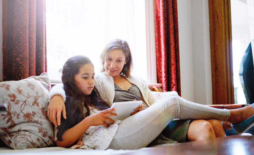 """""""האופן שבו ספרי הדרכה מתארים את הווסת הראשונה משפיע על יחסן של הנערות אליה - מחגיגה לסטירה מצלצלת"""" (צילום: Gettyimages)"""