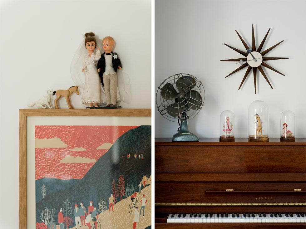 הפריטים שנאספו עם השנים מוקמו בתשומת לב: מעל הפסנתר, שהגיעו מבית הוריו של גולדמן, שעון קיר בעיצוב ג'ורג' נלסון (''ויטרה''). פעמוני הזכוכית נשארו מתערוכה שבני הזוג אצרו יחד, ובובות חתן-כלה נמצאו בשוק פשפשים במדריד (צילום: גדעון לוין)