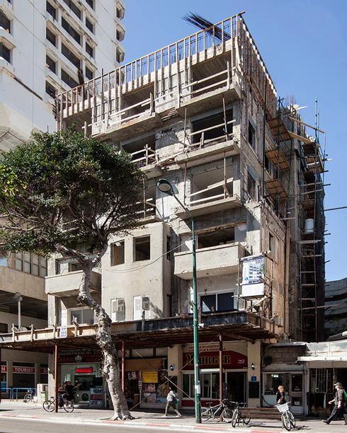 הבית שבו התגורר סטמפלר עצמו, ברחוב בן יהודה 5, עובר בימים אלה תמ''א (צילום: רן ארדה)