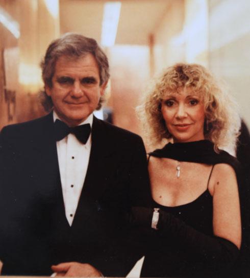 """כץ עם בעלה השני, דייוויד סקלר, במסיבה של טראמפ. """"דונלד היה מנומס ואמר שנעים לו מאוד להכיר אותי"""" (רפרודוקציה: שאול גולן)"""