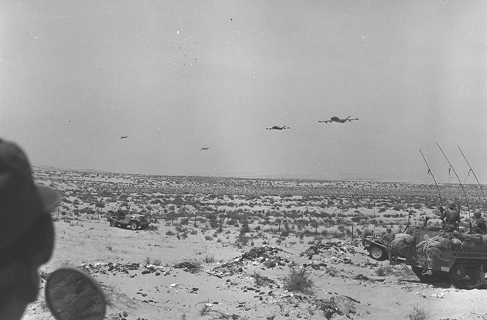 """כוחות צה""""ל פתחו במהלומה אווירית מקיפה על הצבא המצרי בחצי האי סיני וברצועת עזה. (צילום: דוד רובינגר/ לע""""מ)"""