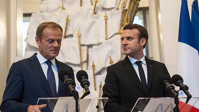 רוצה לחזק את האחדות האירופית. מקרון מארח בארמון האליזה בפריז את נשיא המועצה האירופית דונלד טוסק  (צילום: MCT)