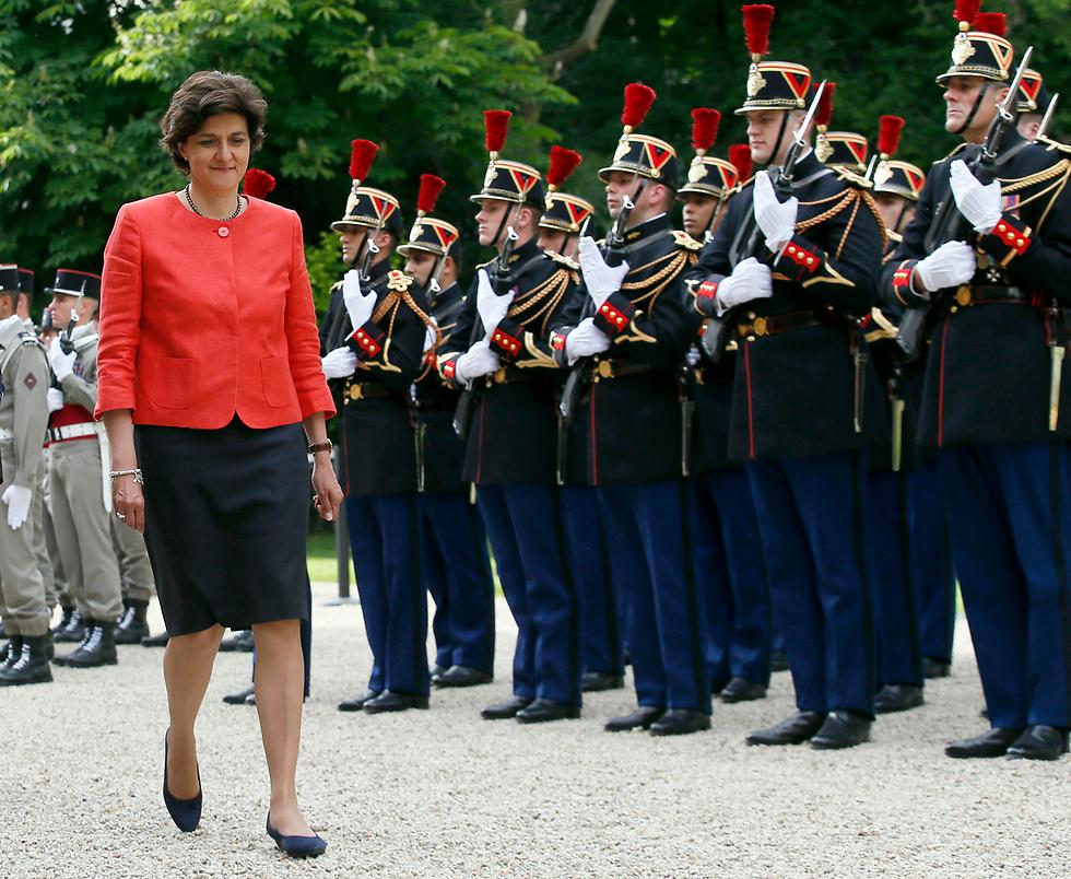 אשת מרכז, חברת הפרלמנט האירופי ואם לשלושה ילדים. שרת ההגנה החדשה של צרפת סילבי גולאר (צילום: AP)