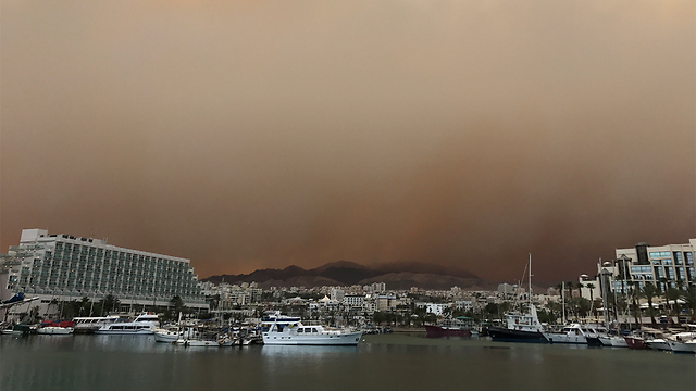 Haze and sand storms in Eilat (Photo: Haim David photography)