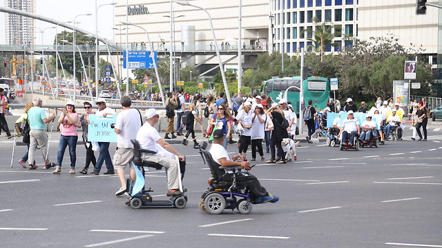 Disabled protest in Tel Aviv (Photo: Motti Kimchi)