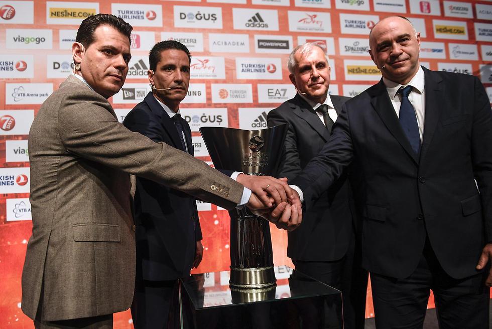 ארבעת מאמני הפיינל פור: לאסו, אוברדוביץ', ספרופולוס ואיטודיס (צילום: AFP)
