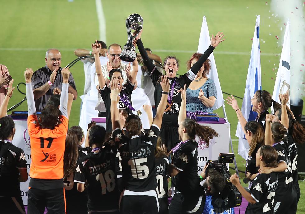 מה עם כמה טורים על כדורגל נשים? (צילום: אורן אהרוני) (צילום: אורן אהרוני)