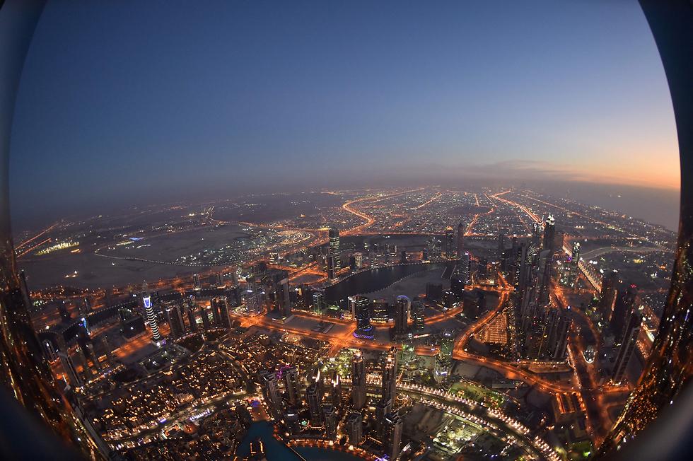 דובאי במבט מבורג' חליפה, הבניין הגבוה ביותר בעולם (צילום: AFP)