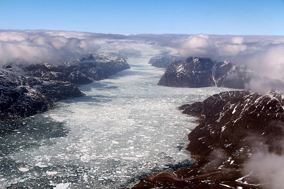 פיורד בגרינלנד (צילום: AFP, NASA/JOHN SONNTAG)