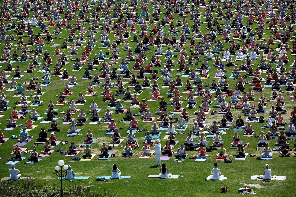 שיעור יוגה שבועי באוטווה, קנדה (צילום: רויטרס)