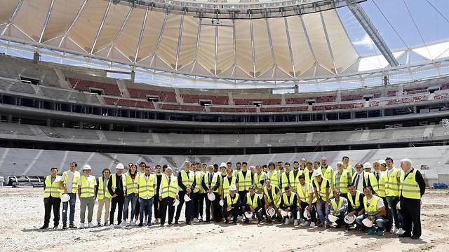 שחקני אתלטיקו מדריד באצטדיון החדש (צילום: EPA)