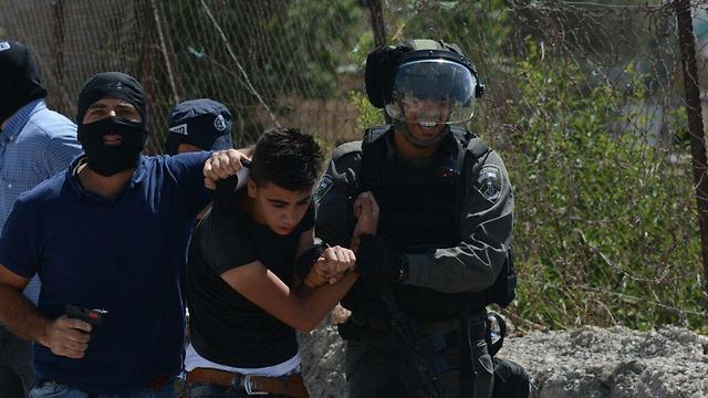 מסתערבים עוצרים פלסטיני בהפרת הסדר בבית לחם