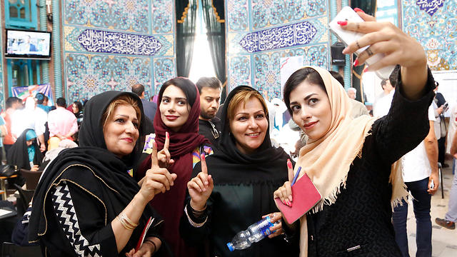 Voting in Tehran (Photo: EPA)