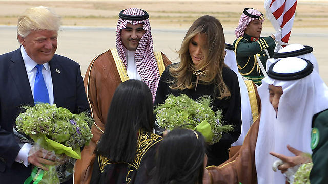 The Trumps receiving bouquets at the Saudi airport (Photo: AFP)