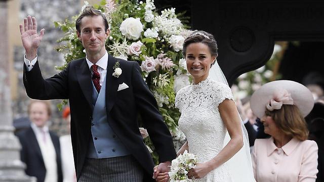 פיפה מידלשטון והחתן המאושר ג'יימס מת'יוס (צילום: איי-פי)