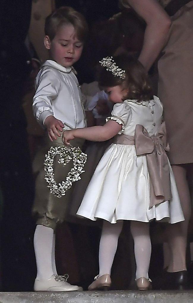 כבר מנוסים. ג'ורג' ושרלוט בחתונה של פיפה מידלטון (צילום: איי-פי)