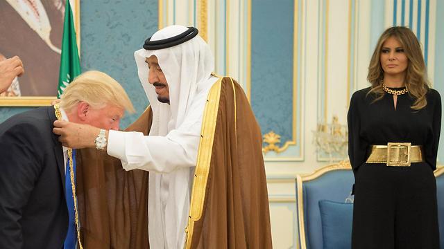 בני הזוג טראמפ בסעודיה (צילום: EPA)