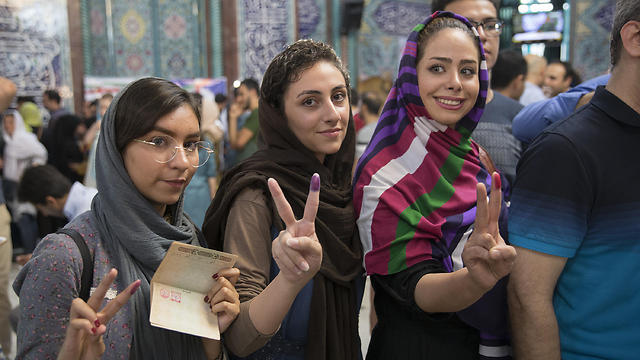 Iranian women vote during the 2017 elections (Photo: Getty Images)