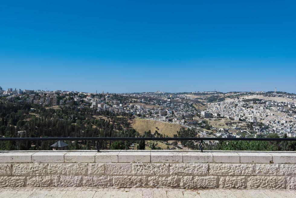 פינות נסתרות ואינטימיות אין בטיילת הזו: המתיחות הביטחונית בירושלים התוותה כאן חשיפה מוחלטת (צילום: ליאור גרונדמן)