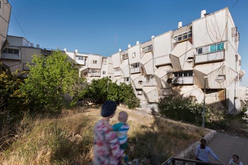 כ-700 דירות יש ברמות פולין. העיצוב המוגזם בא על חשבון השימושיות, והתושבים משנים את הקירות (צילום: ליאור גרונדמן)