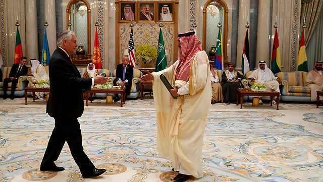 Тиллерсон и король Саудовской Аравии. Фото: АР