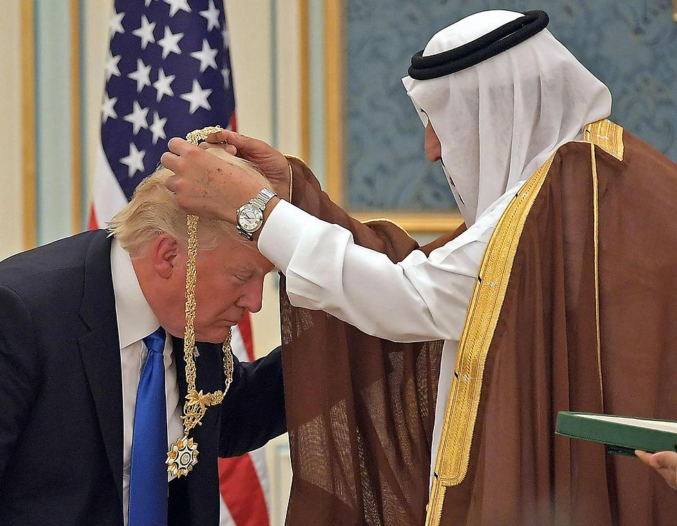 טראמפ ומלך סעודיה בארמון בריאד (צילום: AP)